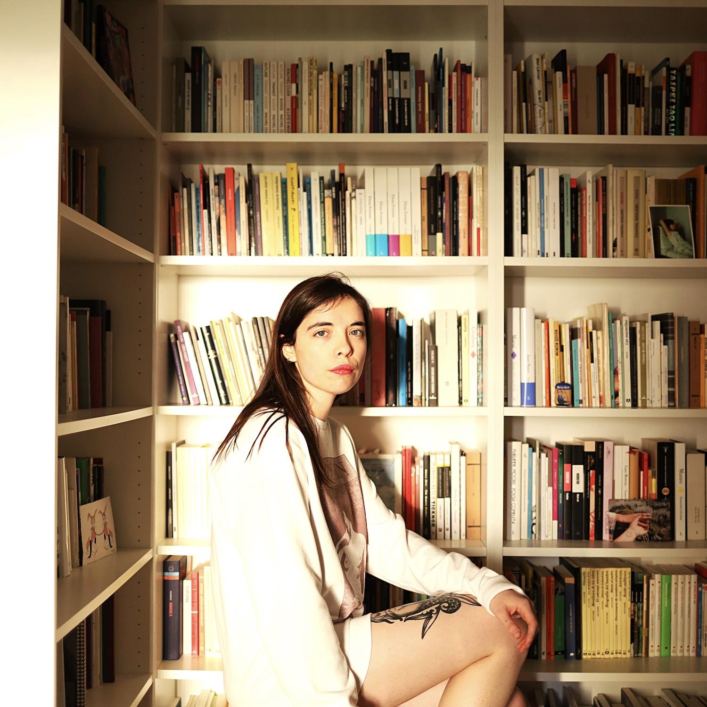 Luna Miguel: Caution, hot content